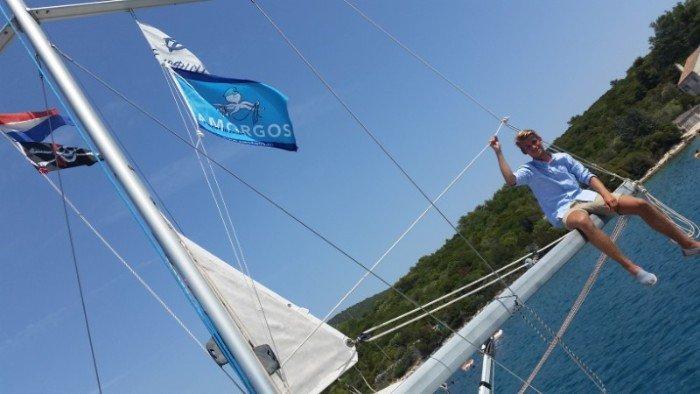 zeilen in kroatie - jongen in mast.jpg