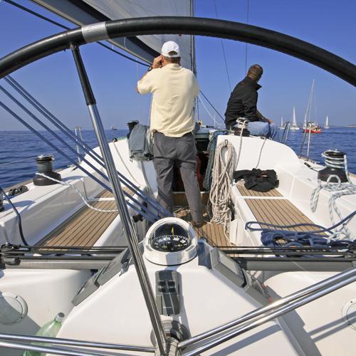zeilen regatta wachten op het startschot